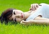 漫步在農場間,聞著大自然中的香味,無意間看到一位宛如天使般的女士,就靜靜的躺臥在草地上。讓人的心,不自覺中的慢慢敞開心房 […]